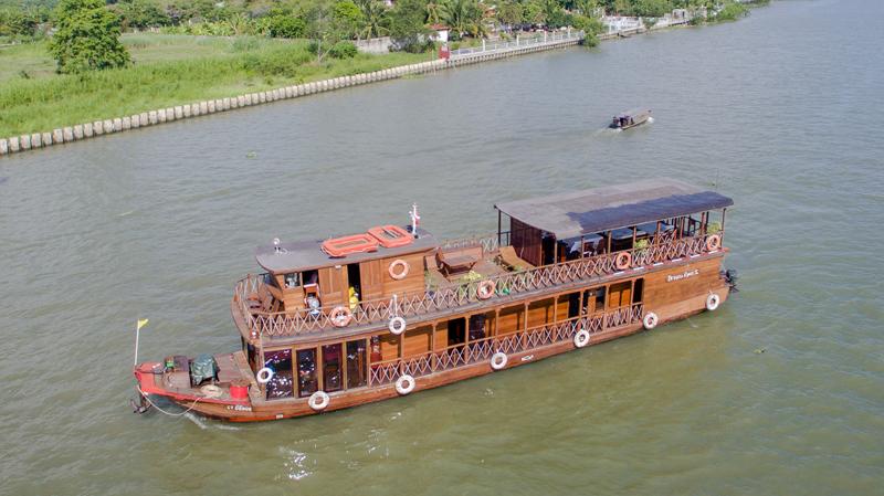 Dragon Eyes Cruise Boat
