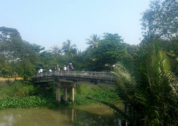 Cyling in Ben Tre