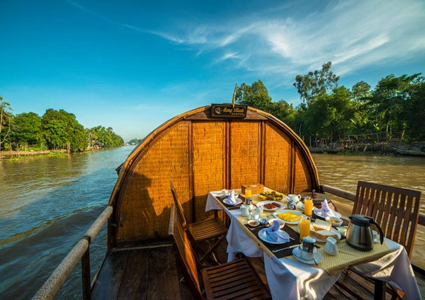 Life on the river - Private Song Xanh Sampan Cruise 2 days